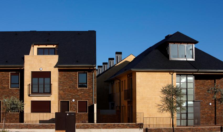 Vivivendas con fachadas de Stonepanel Multicolor, un revestimiento de pared resistente y duradero