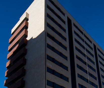 Edificio de piedra natural CUPA STONE en Ponferrada