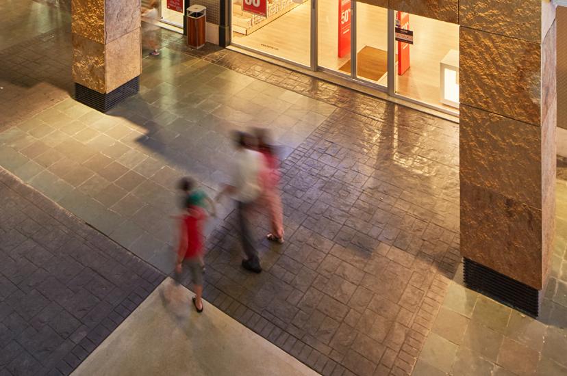 Pìzarra Verde Bosque, pavimento exterior en el Centro Comercial Nassica