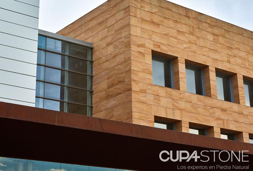 Arenisca Teka CUPA STONE en la biblioteca del Campus de Fuenlabrada