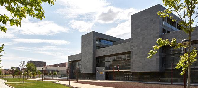 Pizarra Celeste CUPA STONE en la fachada ventilada de la Agencia Tributaria de Valladolid
