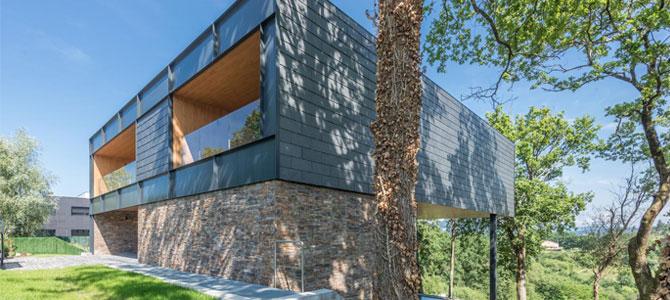 Casa flotante en Bilbao con fachada de Stonepanel y pavimento de Infercoa
