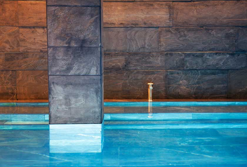 La Filita Moaré CUPA STONE reviste las paredes del spa en el Hotel Akelarre