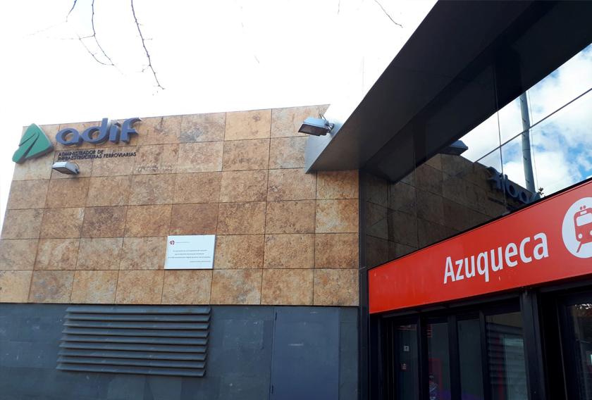 Cuarcita Carioca Bronce CUPA STONE en la fachada de la estación de tren de Azuqueca de Henares