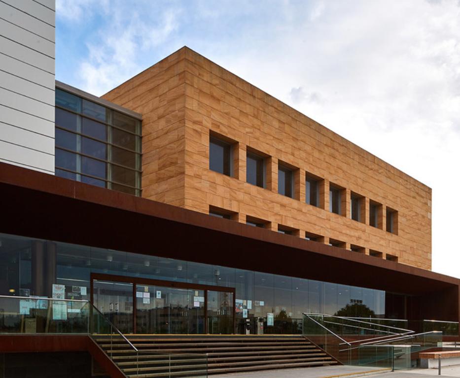 Arenisca Teka en la Universidad Rey Juan Carlos de Fuenlabrada