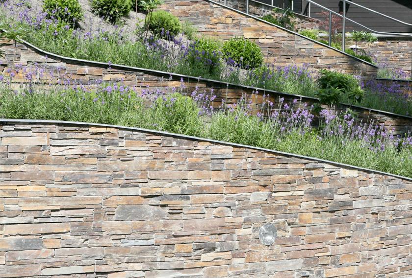 5 ideas para crear muros de piedra en tu jard n cupa stone for Jardines en piedra natural