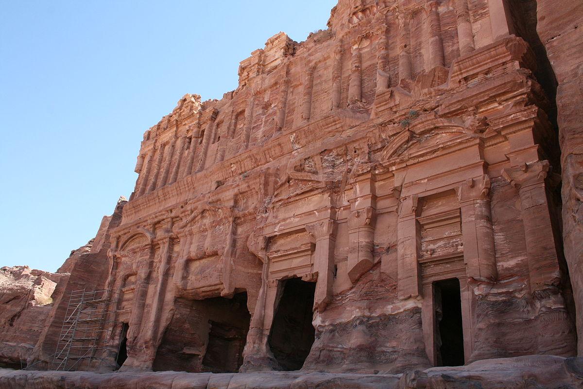 Tumba del Palacio de Petra realizada con piedra arenisca