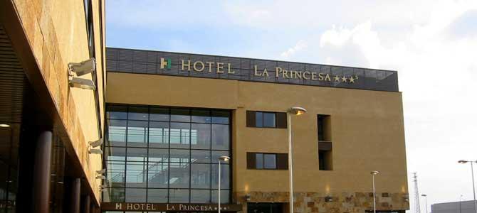 Cuarcita Carioca Bronce CUPA STONE en la fachada del Sercotel Hotel Spa La Princesa