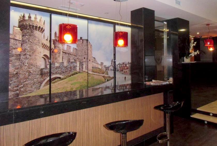 Granito Negro Intenso CUPA STONE en el interior del Hotel Villamartín