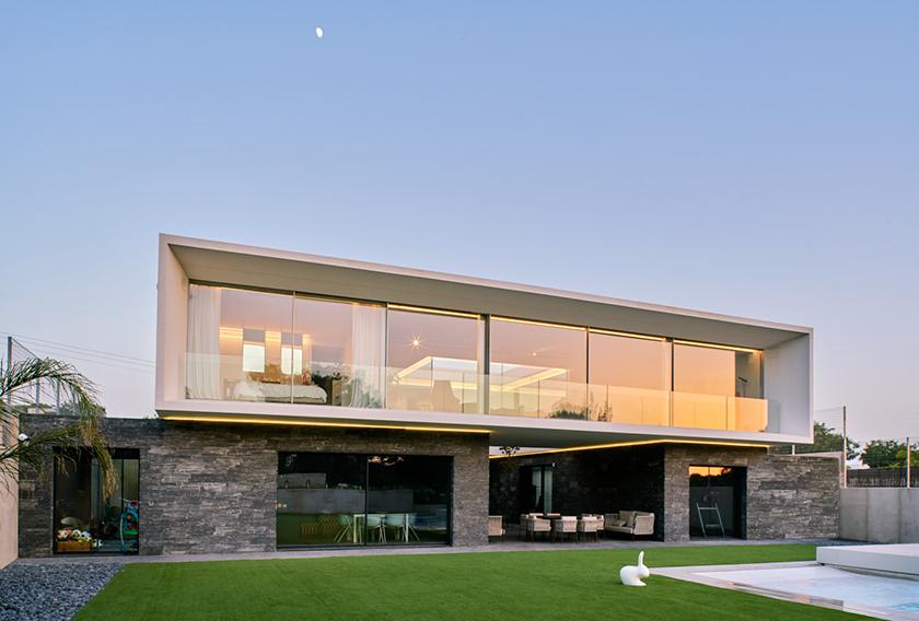 Casa 47 diseñada por el arquitecto Miguel Gonzalez de Arquitopias con paneles Stonepanel Infercoa