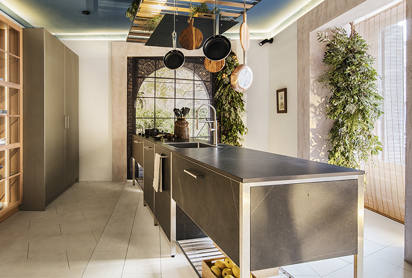 Suelo en piedra natural Paloma en el espacio diseñado por PersonalK para Delamora en Casa Decor 2020
