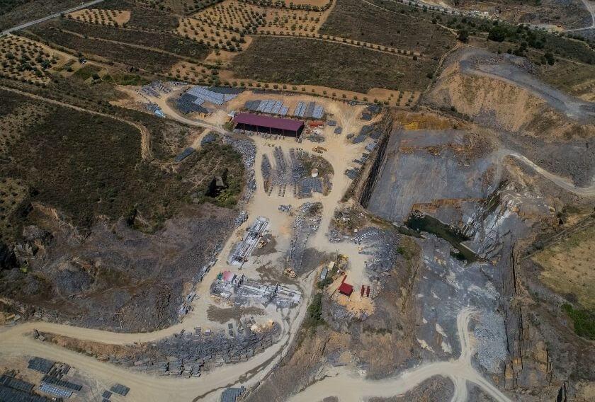 Extracción de piedra natural en cantera